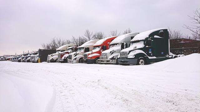 Trucks in snow 4021311 640