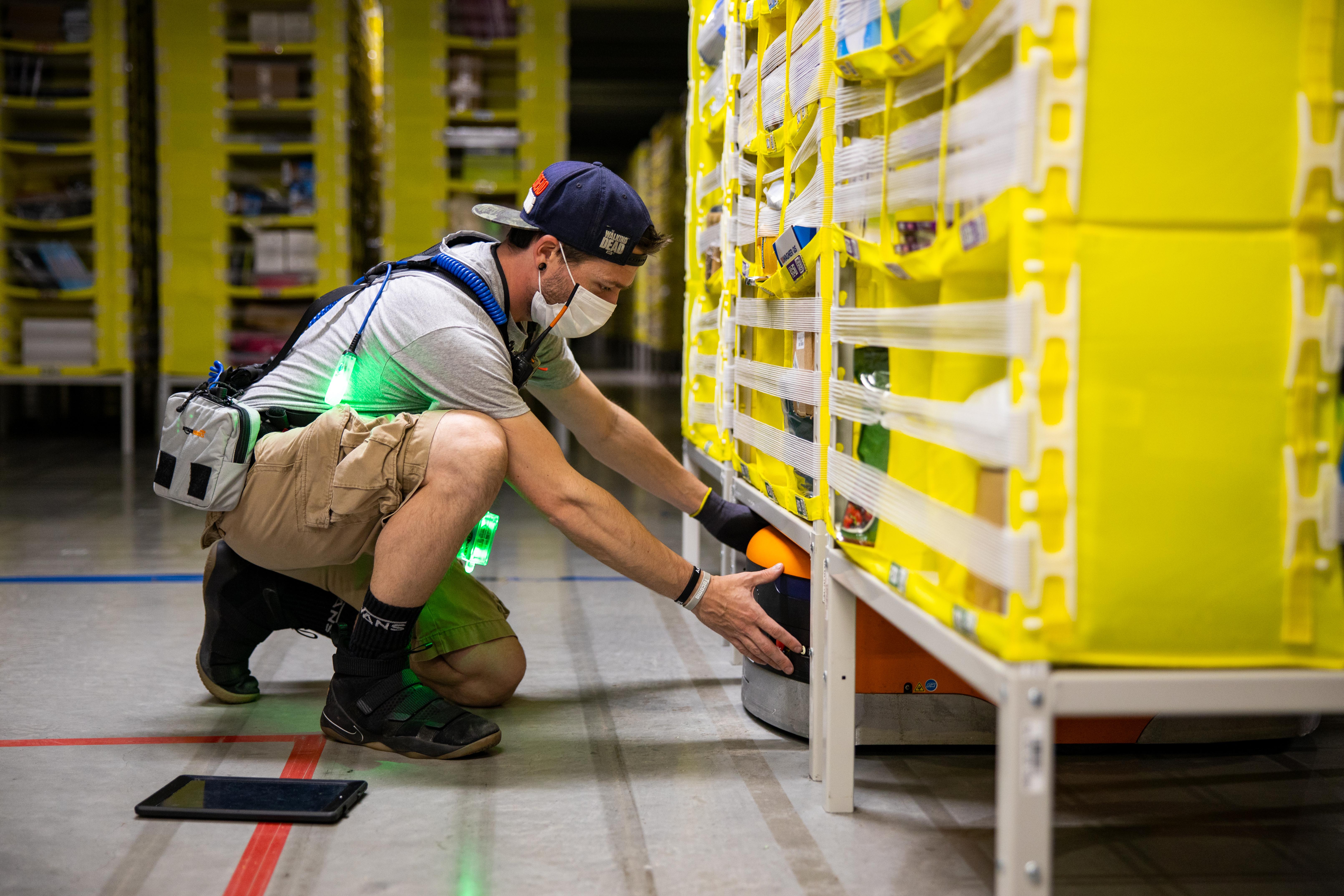 amazon-Associate-wearing-PPE-4.jpg