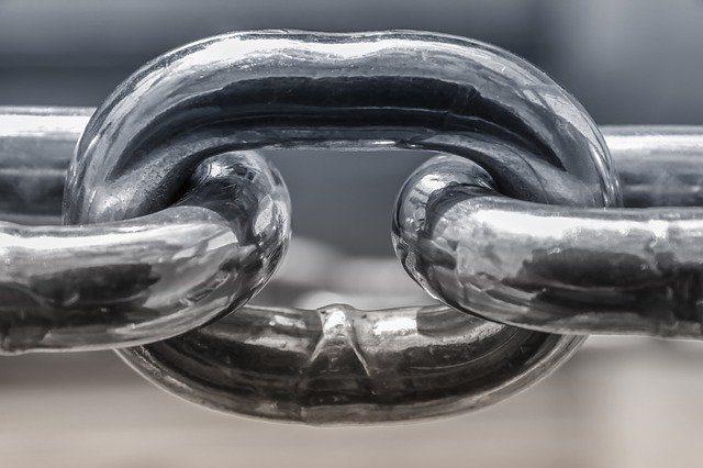 chain-4049725_640.jpg