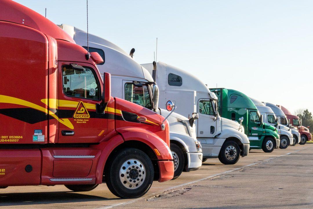 trucks-in-lot--3401529_1920.jpg
