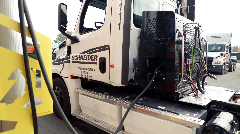 Electric schneider intermodal truck 03